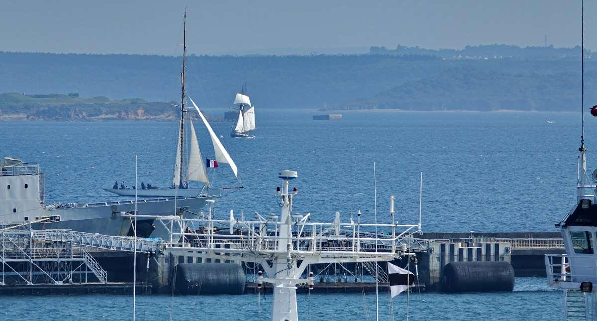 [Les ports militaires de métropole] Port de BREST - TOME 3 - Page 29 _co13200