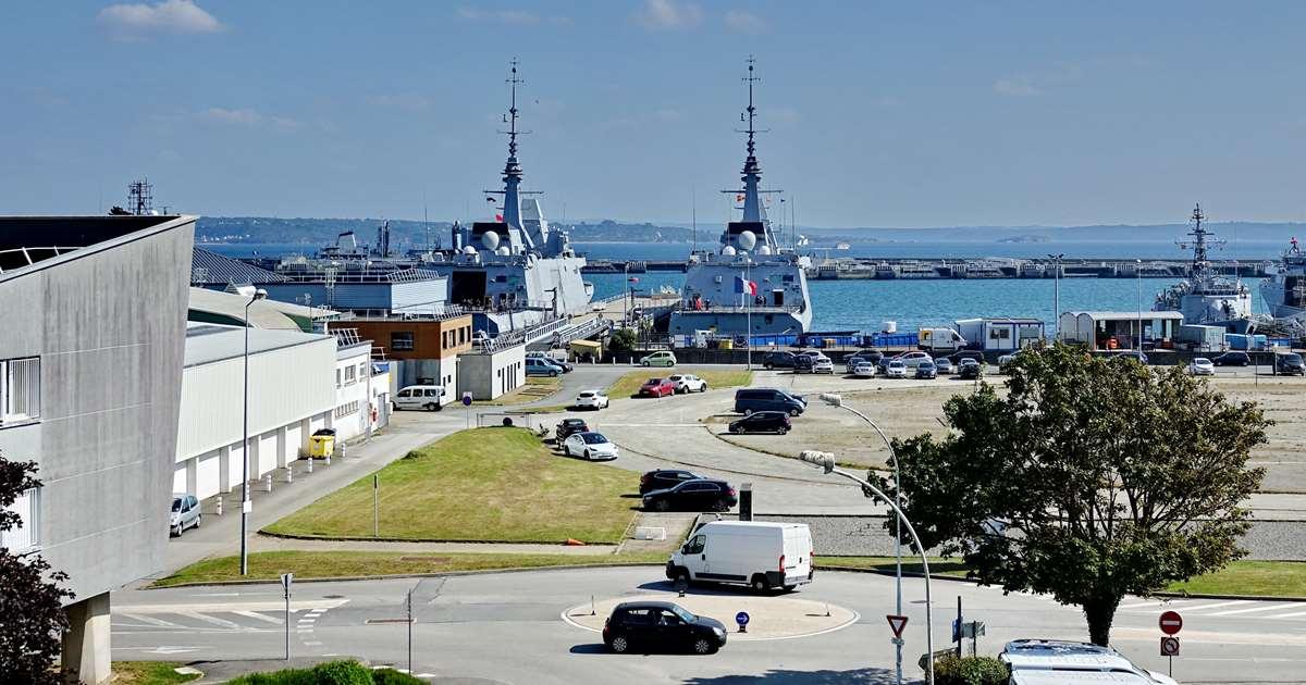 [Les ports militaires de métropole] Port de BREST - TOME 3 - Page 29 _co13201