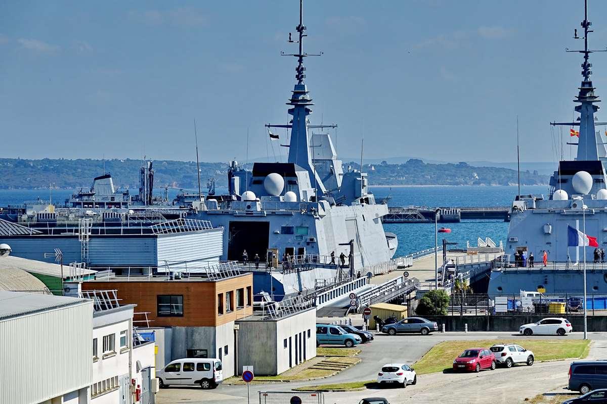 [Les ports militaires de métropole] Port de BREST - TOME 3 - Page 29 _co13202