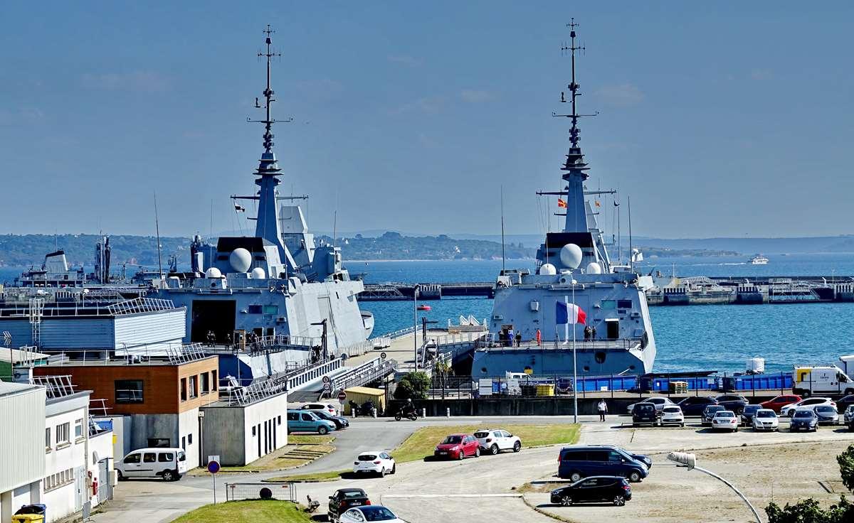 [Les ports militaires de métropole] Port de BREST - TOME 3 - Page 29 _co13204