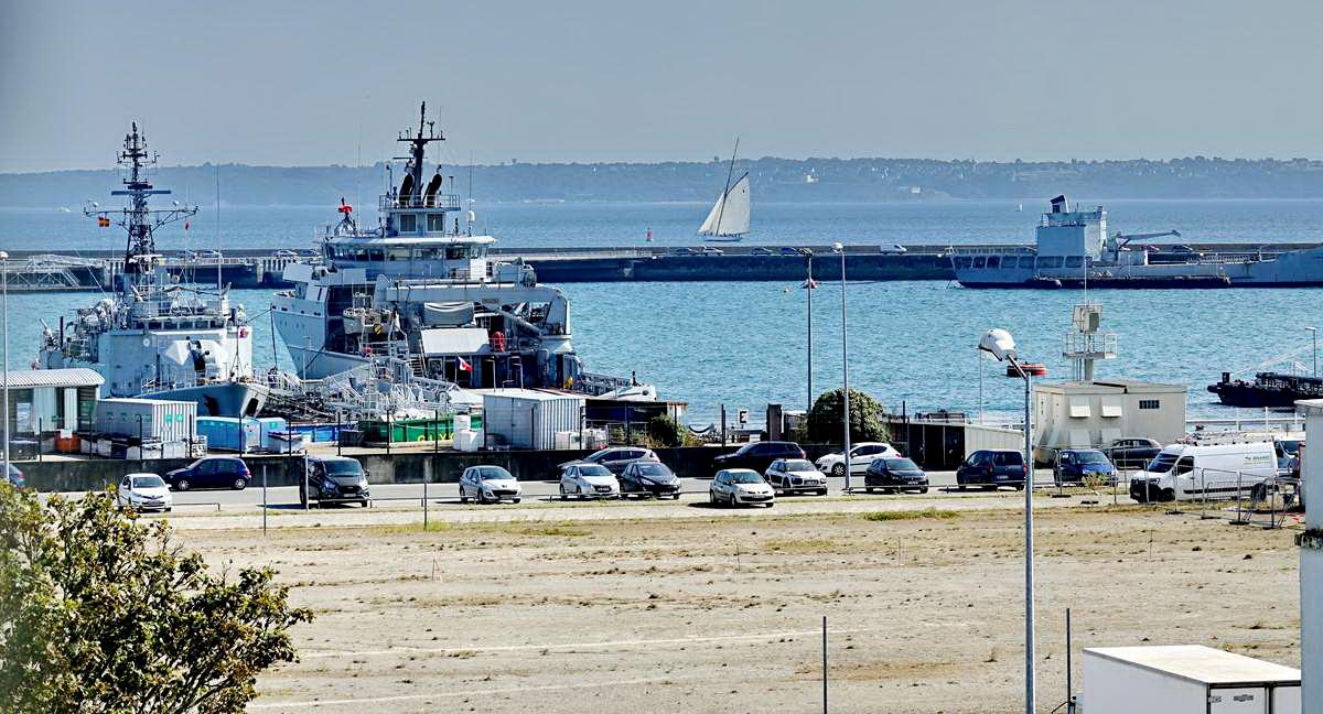 [Les ports militaires de métropole] Port de BREST - TOME 3 - Page 29 _co13207