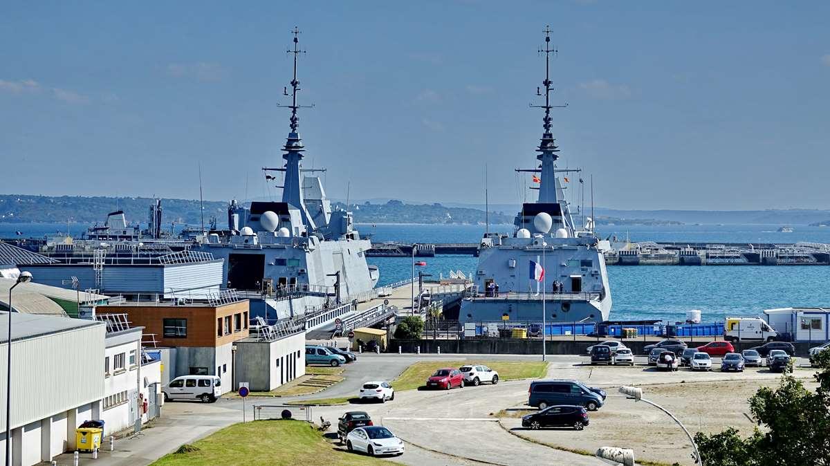 [Les ports militaires de métropole] Port de BREST - TOME 3 - Page 29 _co13208