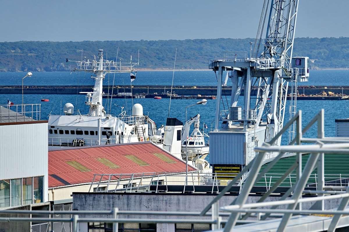 [Les ports militaires de métropole] Port de BREST - TOME 3 - Page 29 _co13210