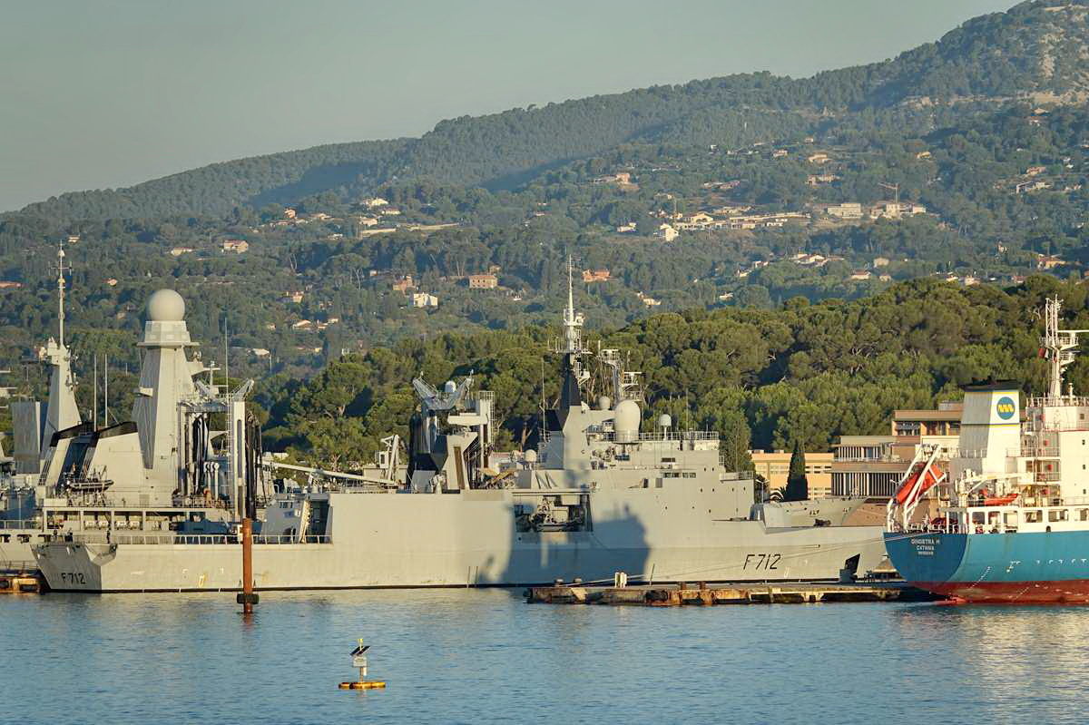 [Les ports militaires de métropole] Port de Toulon - TOME 1 - Page 5 _co13600