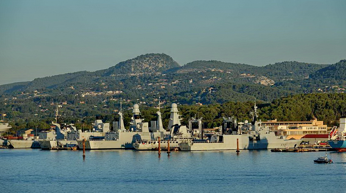 [Les ports militaires de métropole] Port de Toulon - TOME 1 - Page 5 _co13769