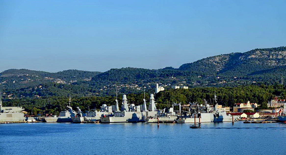 [Les ports militaires de métropole] Port de Toulon - TOME 1 - Page 5 _co13773