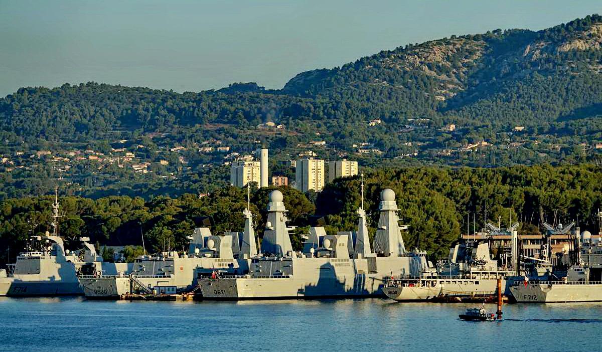 [Les ports militaires de métropole] Port de Toulon - TOME 1 - Page 5 _co13777