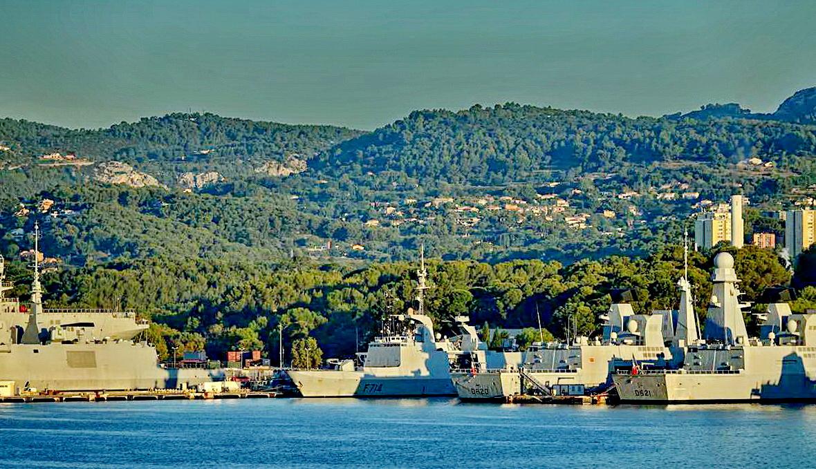 [Les ports militaires de métropole] Port de Toulon - TOME 1 - Page 5 _co13778