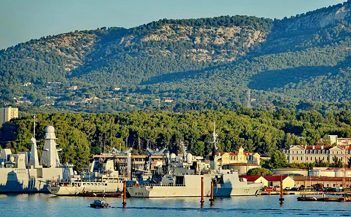 [Les ports militaires de métropole] Port de Toulon - TOME 1 - Page 5 _co14081