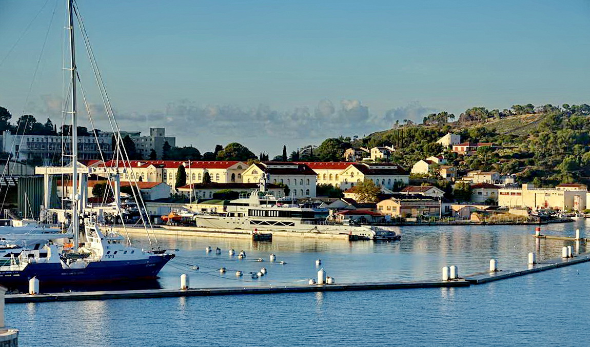 [Les ports militaires de métropole] Port de Toulon - TOME 1 - Page 5 _co14101
