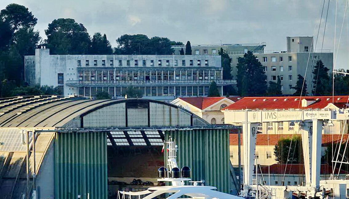 [Les ports militaires de métropole] Port de Toulon - TOME 1 - Page 5 _co14102