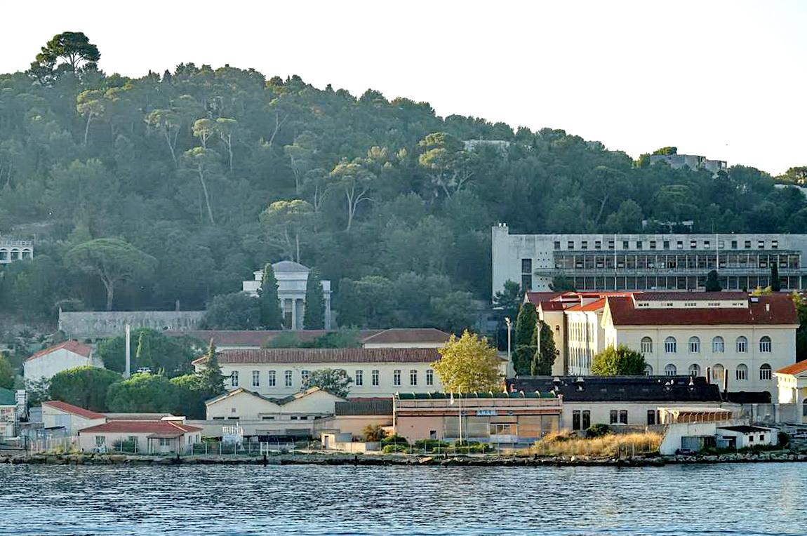 [Les ports militaires de métropole] Port de Toulon - TOME 1 - Page 6 _co14397