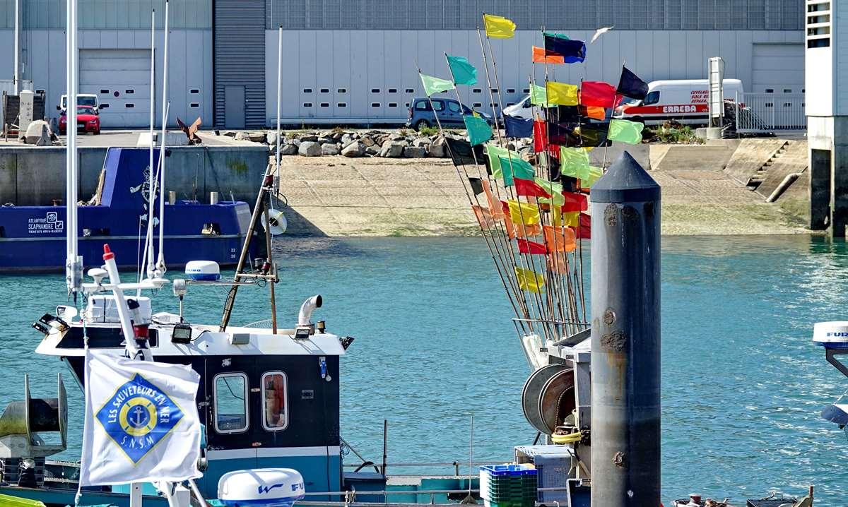 [VIE DES PORTS] Quelques bateaux de pêche (sur nos côtes Françaises) - Page 9 _cop5192