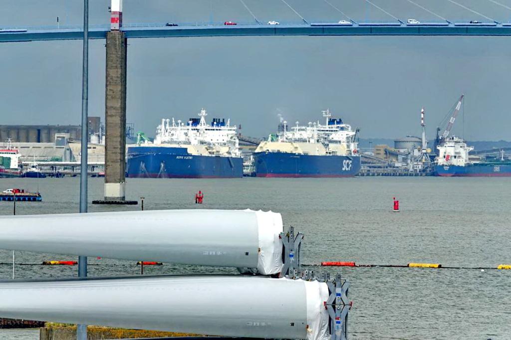 [Vie des ports] Port de Saint Nazaire - Page 8 _cop8376