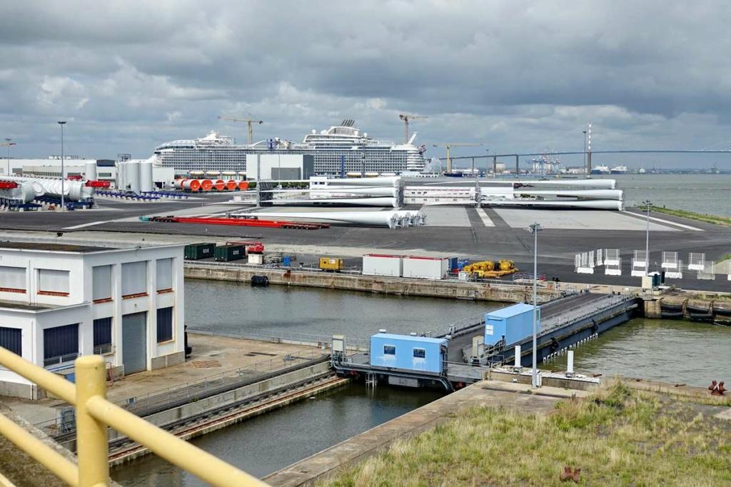 [Vie des ports] Port de Saint Nazaire - Page 8 _cop8379