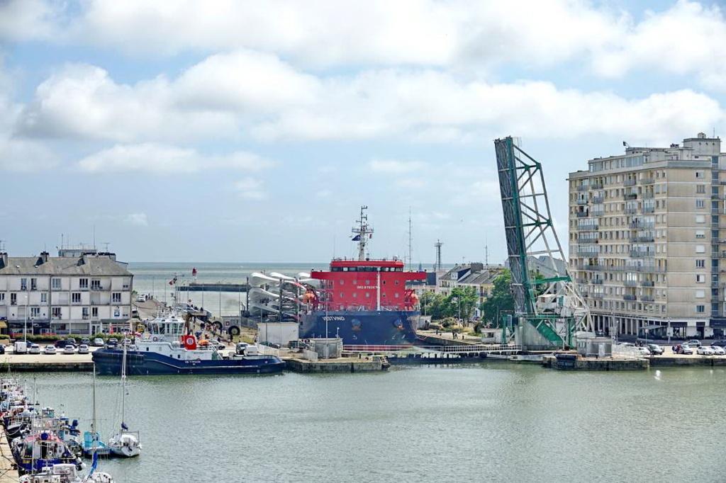 [Vie des ports] Port de Saint Nazaire - Page 8 _cop8527