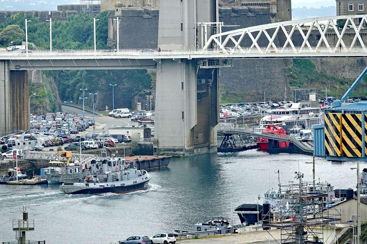 [Les ports militaires de métropole] Port de BREST - TOME 3 - Page 26 _cop8611