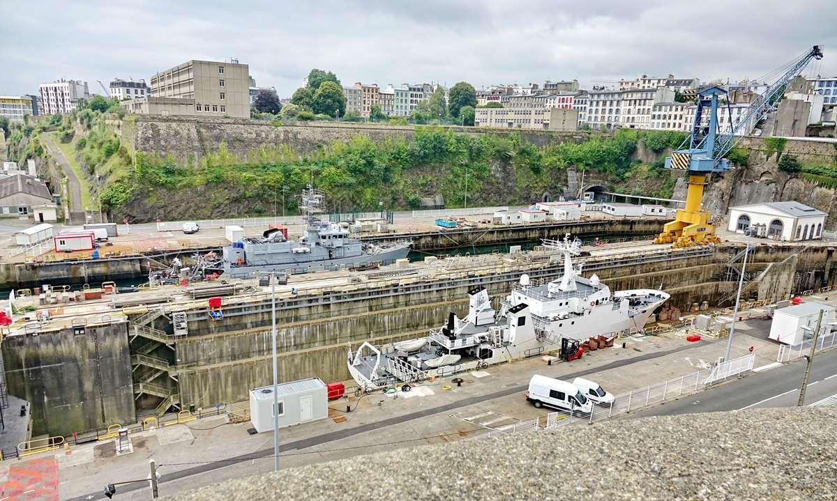[Les ports militaires de métropole] Port de BREST - TOME 3 - Page 26 _cop9317