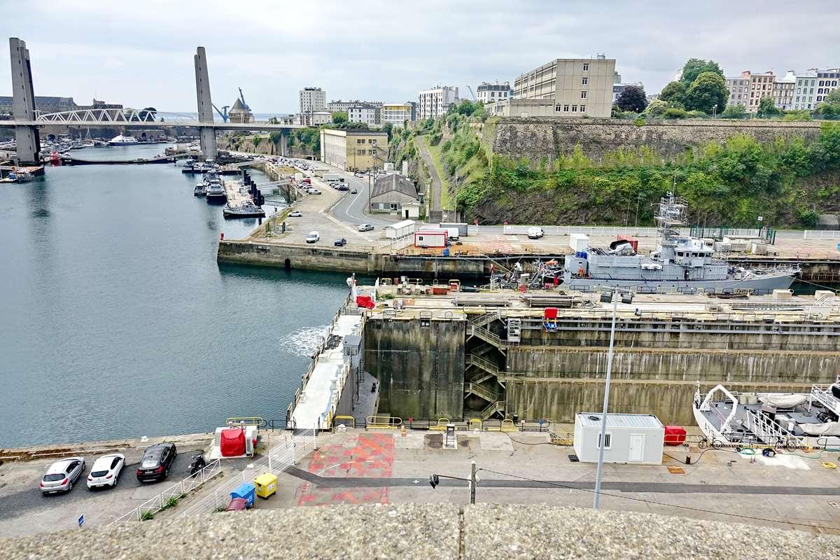 [Les ports militaires de métropole] Port de BREST - TOME 3 - Page 26 _cop9318