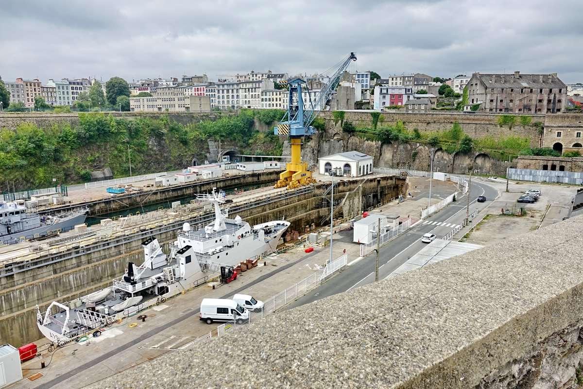 [Les ports militaires de métropole] Port de BREST - TOME 3 - Page 26 _cop9322
