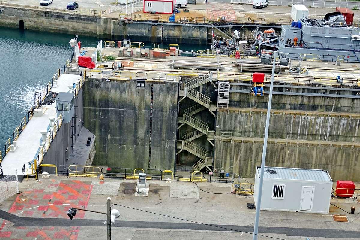 [Les ports militaires de métropole] Port de BREST - TOME 3 - Page 26 _cop9323