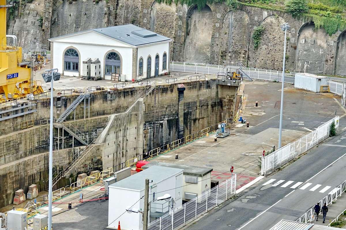 [Les ports militaires de métropole] Port de BREST - TOME 3 - Page 26 _cop9330
