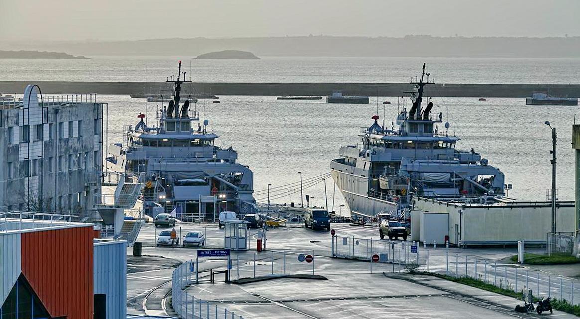[Les ports militaires de métropole] Port de BREST - TOME 3 - Page 13 _copi772