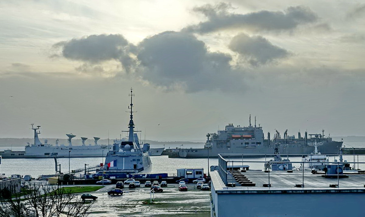 [Les ports militaires de métropole] Port de BREST - TOME 3 - Page 13 _copi777