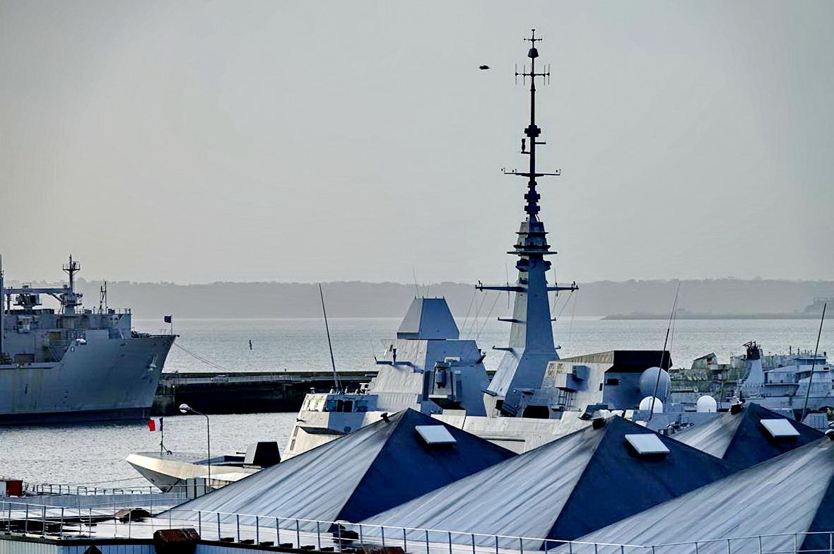[Les ports militaires de métropole] Port de BREST - TOME 3 - Page 15 _copi791