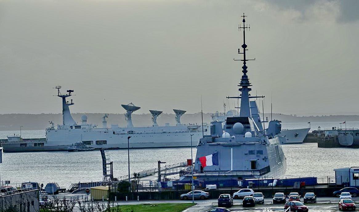 [Les ports militaires de métropole] Port de BREST - TOME 3 - Page 15 _copi794
