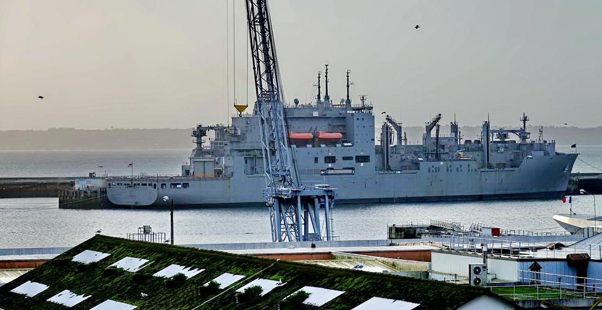 [Les ports militaires de métropole] Port de BREST - TOME 3 - Page 15 _copi821