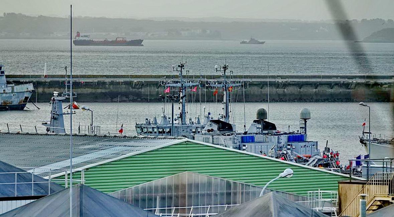 [Les ports militaires de métropole] Port de BREST - TOME 3 - Page 15 _copi824