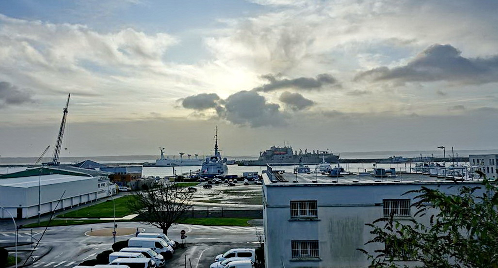 [Les ports militaires de métropole] Port de BREST - TOME 3 - Page 15 _copi825