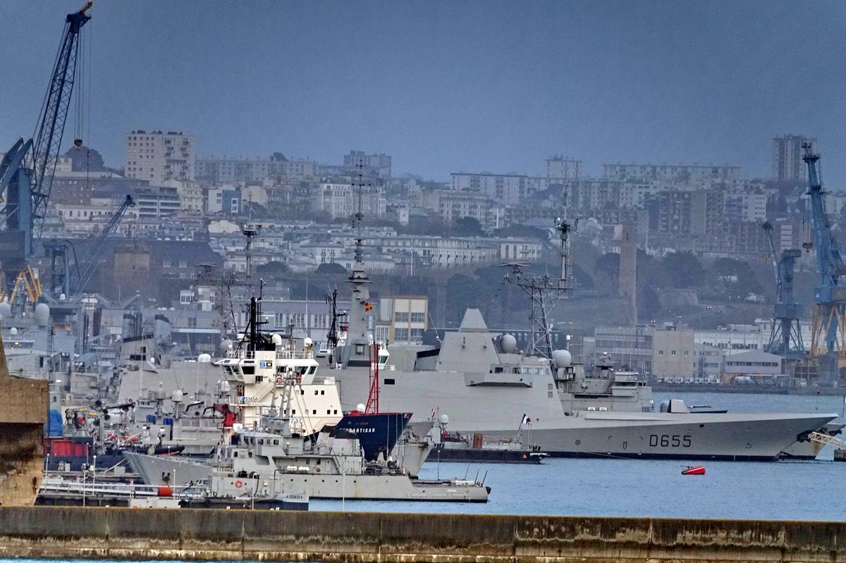 [Les ports militaires de métropole] Port de BREST - TOME 3 - Page 16 Brest128