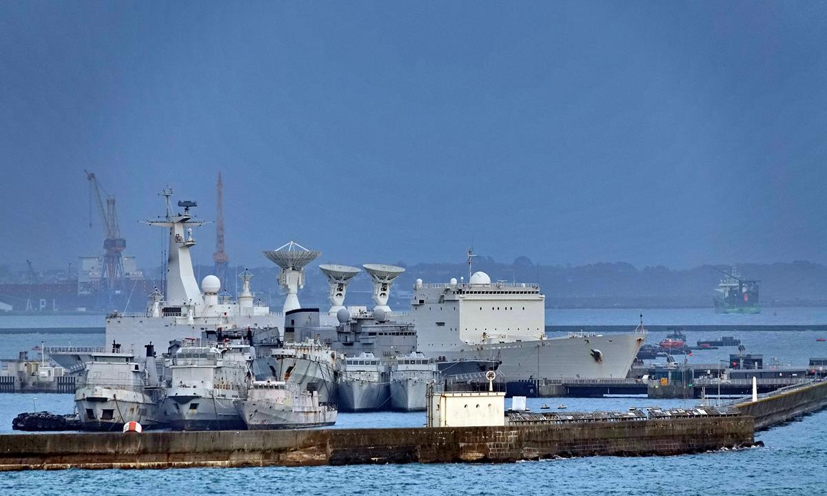 [Les ports militaires de métropole] Port de BREST - TOME 3 - Page 16 Brest130