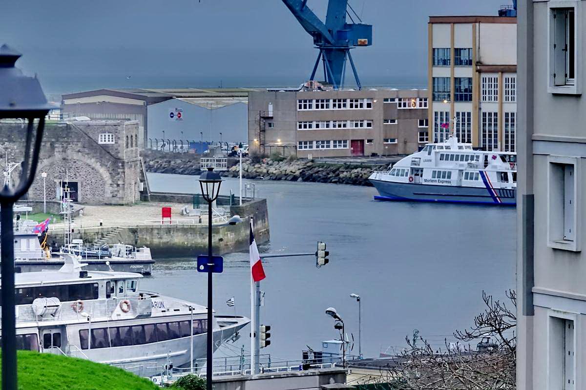 [Vie des ports] BREST Ports et rade - Volume 001 - Page 5 Brest212