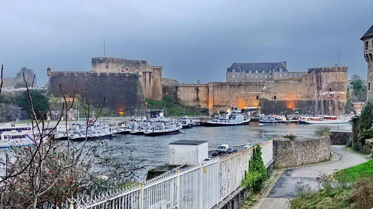 [Vie des ports] BREST Ports et rade - Volume 001 - Page 5 Brest215