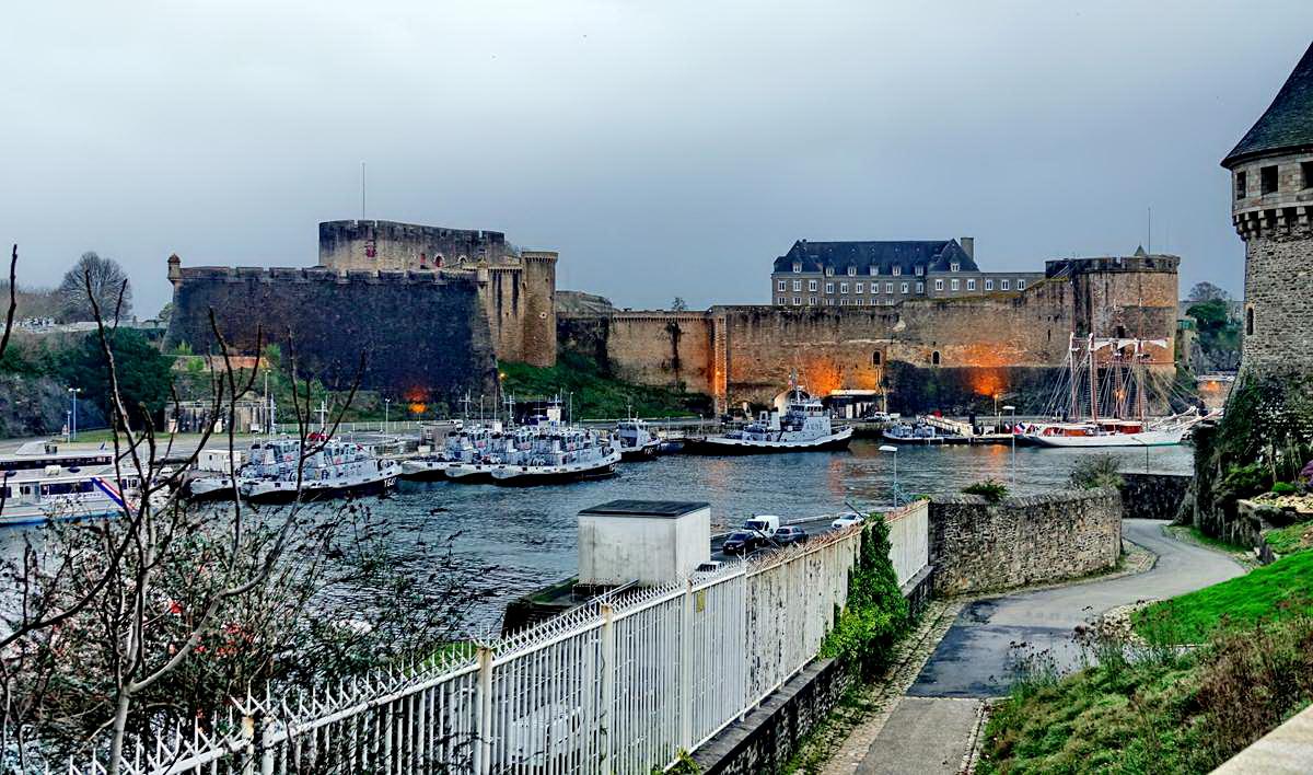 [Vie des ports] BREST Ports et rade - Volume 001 - Page 5 Brest219
