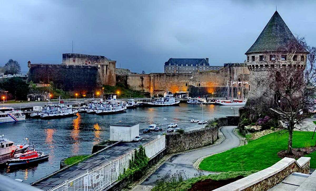 [Vie des ports] BREST Ports et rade - Volume 001 - Page 6 Brest250