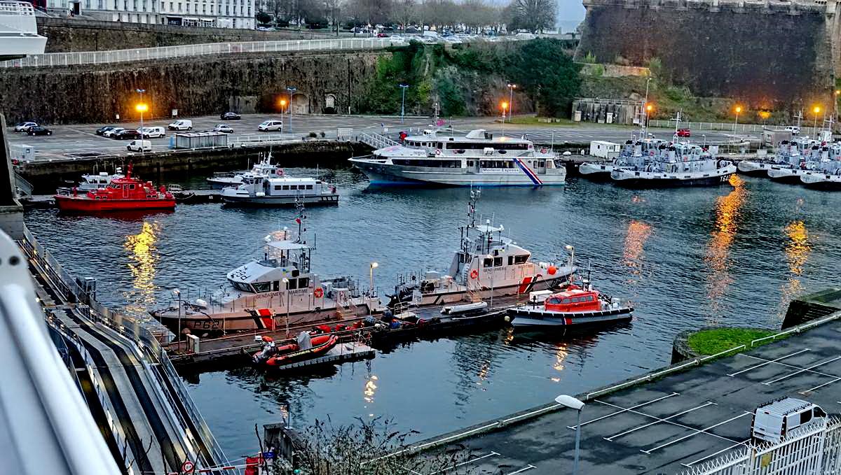[Vie des ports] BREST Ports et rade - Volume 001 - Page 6 Brest251