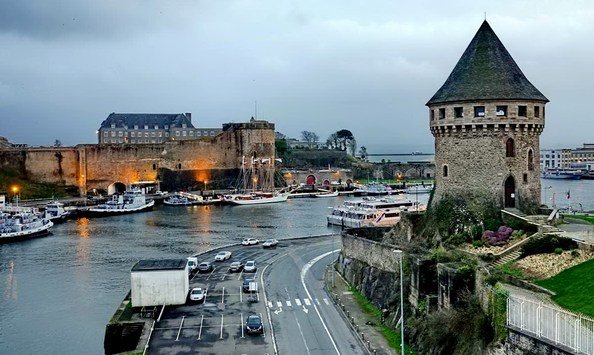 [Vie des ports] BREST Ports et rade - Volume 001 - Page 6 Brest257