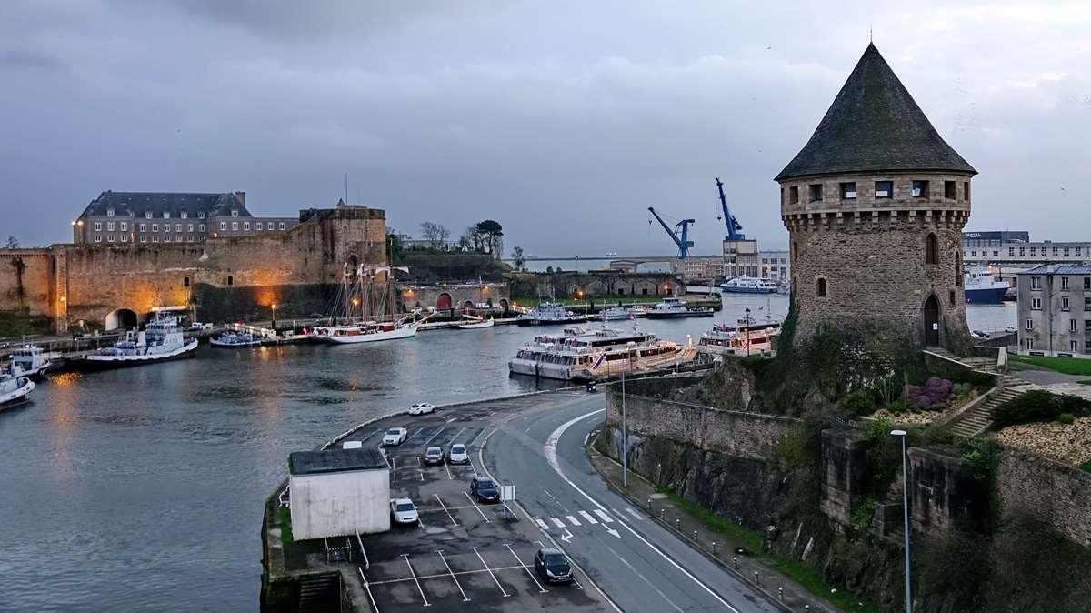 [Vie des ports] BREST Ports et rade - Volume 001 - Page 6 Brest263