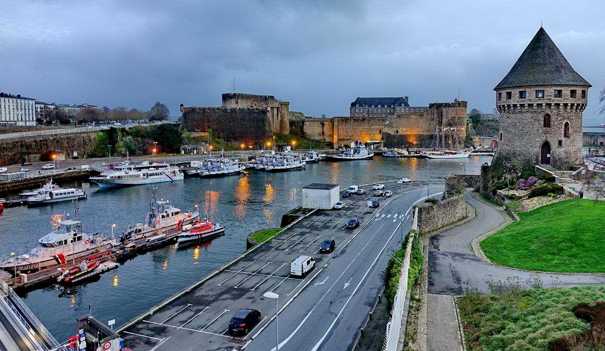 [Vie des ports] BREST Ports et rade - Volume 001 - Page 6 Brest271