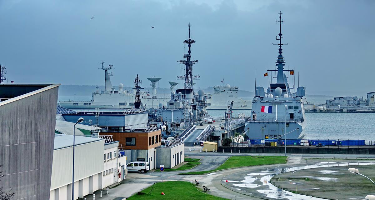 [Les ports militaires de métropole] Port de BREST - TOME 3 - Page 15 Brest_46