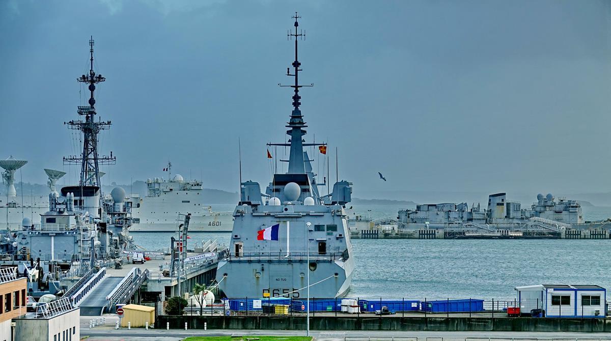 [Les ports militaires de métropole] Port de BREST - TOME 3 - Page 15 Brest_47