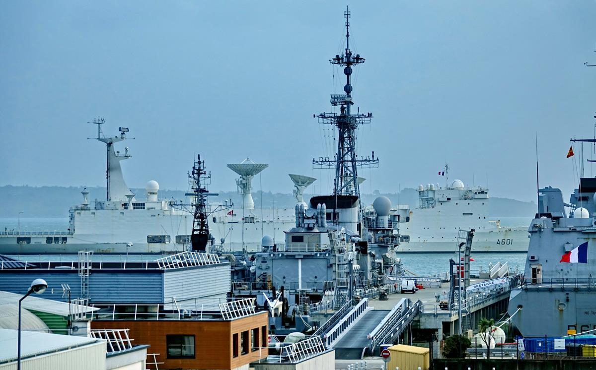 [Les ports militaires de métropole] Port de BREST - TOME 3 - Page 15 Brest_52