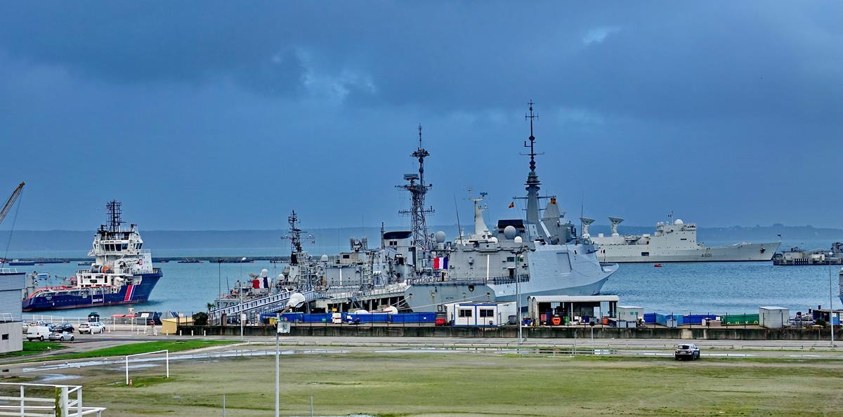 [Les ports militaires de métropole] Port de BREST - TOME 3 - Page 15 Brest_53