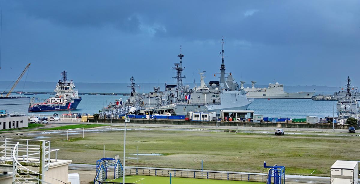 [Les ports militaires de métropole] Port de BREST - TOME 3 - Page 15 Brest_54