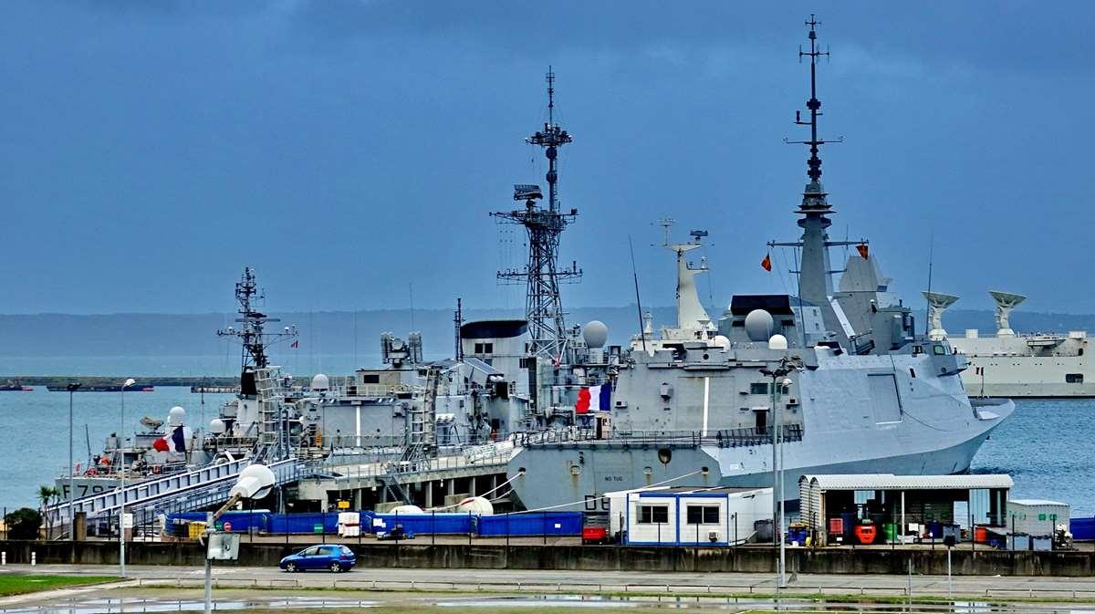 [Les ports militaires de métropole] Port de BREST - TOME 3 - Page 15 Brest_57