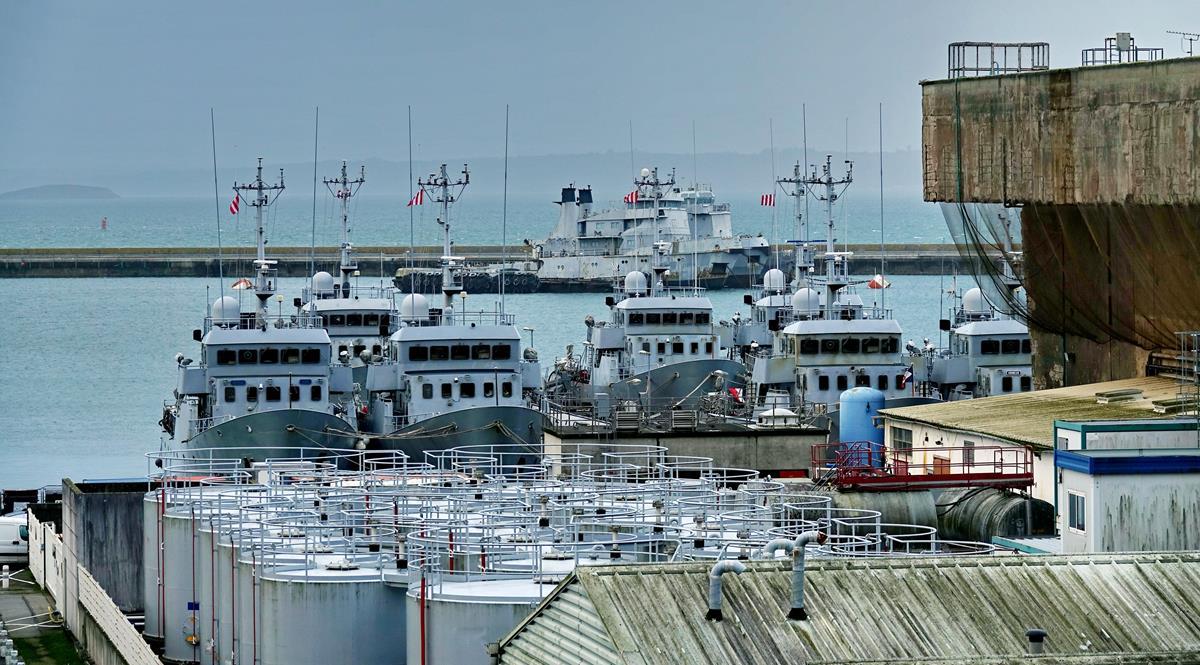 [Les ports militaires de métropole] Port de BREST - TOME 3 - Page 16 Brest_70